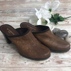 Liz Caiborne Flex Brown Heeled Mules Size 7.5